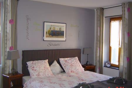 Bed&Breakfast La Maison Bleue - Lapeyrouse