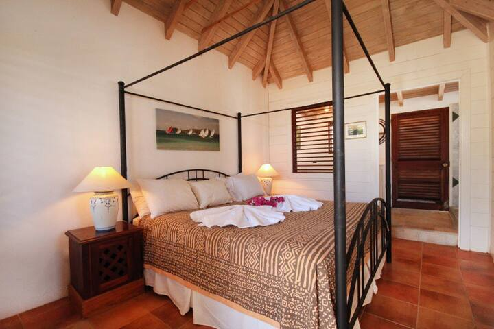 Guest Cottage - King size beds in all room. with AC and fans - in guest cottage we can add mosquito net over 4 poster bed