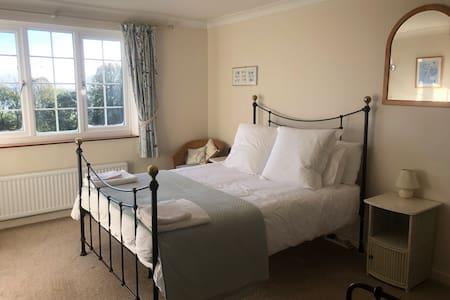 The Roost - Cosy Family Getaway