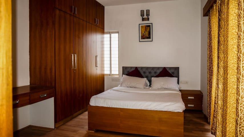 ★ Sunny 3 Bedroom Penthouse w/Breakfast- ROOM 3★