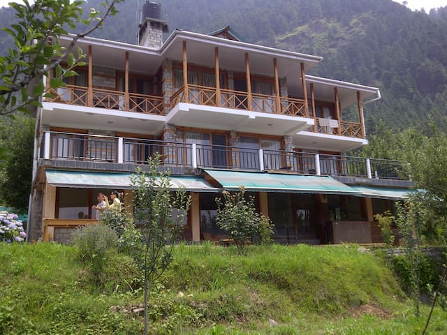 The Villa Woodrose - Manali, District Kullu, - Casa de campo