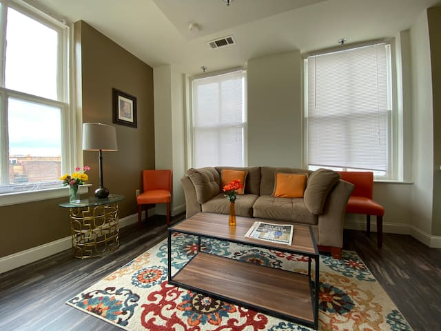 See Sunsets & Trolleys Go By! Renovated Corner Apt