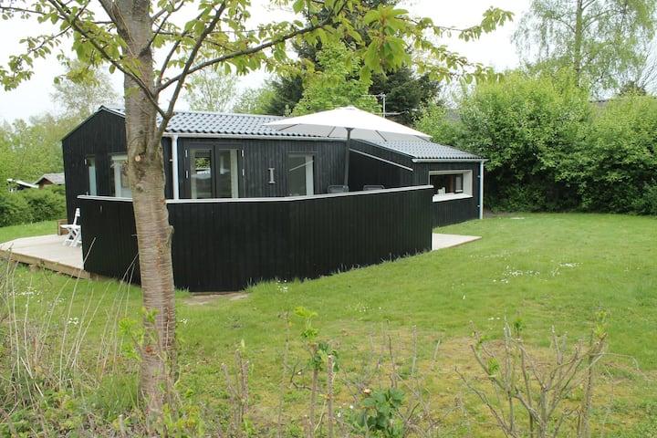 Det lille hyggelige hus med den store terrasse