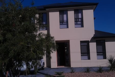 Close to CBD & Beach & Airport - Camden Park