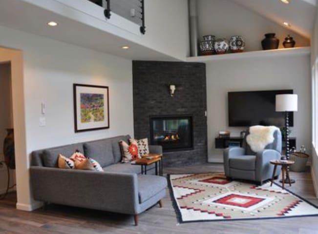 Quiet Luxury+Big Mtn Views ✦Stylish✦ Patio BBQ