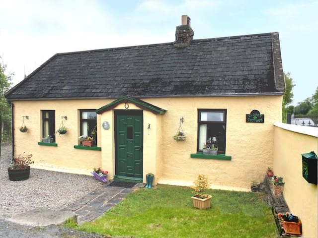 Cozy Cottage Near Limerick, Sleeps 4 - Knocklong
