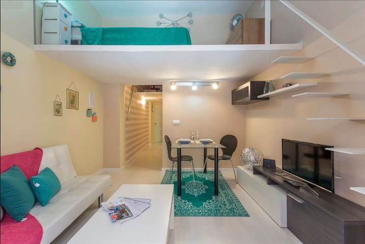 Comfortable sunny flat in Malasaña, city center!