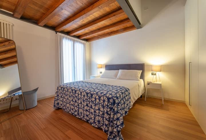 Camera in  mansarda a Palazzo Savardo