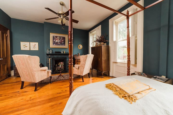 ★Must Experience!★ | Victorian Style & Walkable |