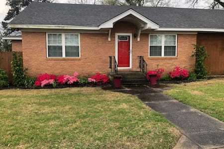 SPACIOUS 3Bedroom, 2 Full Baths,With POOLTABLE.