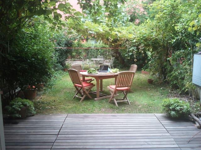 Mini apartment and garden in Milan