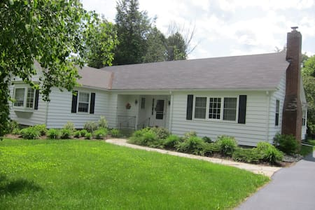 Comfy Home in Village - Chestertown