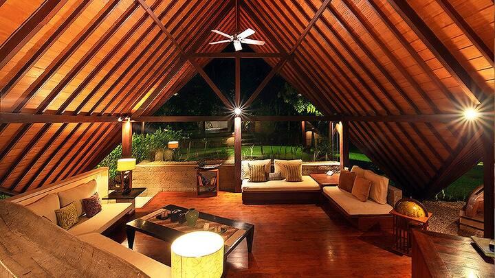 Unique design 3bdr. wooden floor Villa Baliana