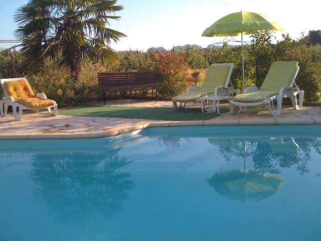 BEST location with swimming pool - Mollégès - Flat