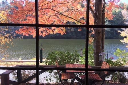 Cozy Catskills Lakefront Cottage