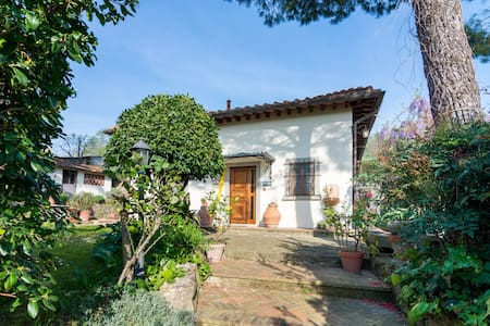 Charming Country house overlooking Firenze - Caldine - Дом