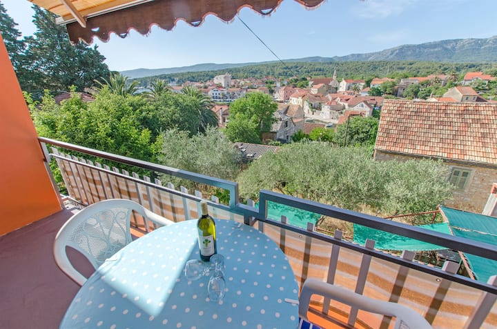 Two Bedroom Apartment, 100m from city center, seaside in Vrboska - island Hvar, Balcony