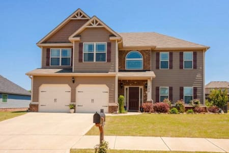 MASTERS Rental- spacious and cozy home
