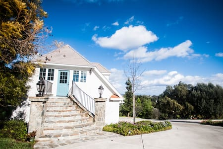 Chateau on the Hill - Fallbrook - Hus