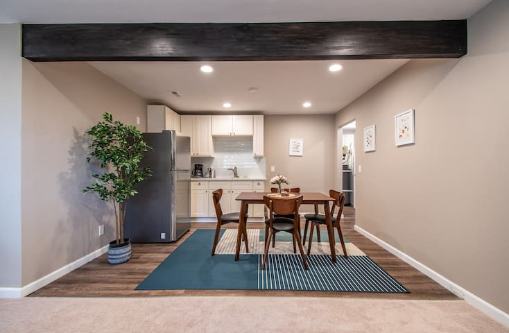 ★Modern Suite   Private Entry   20 min to Downtown