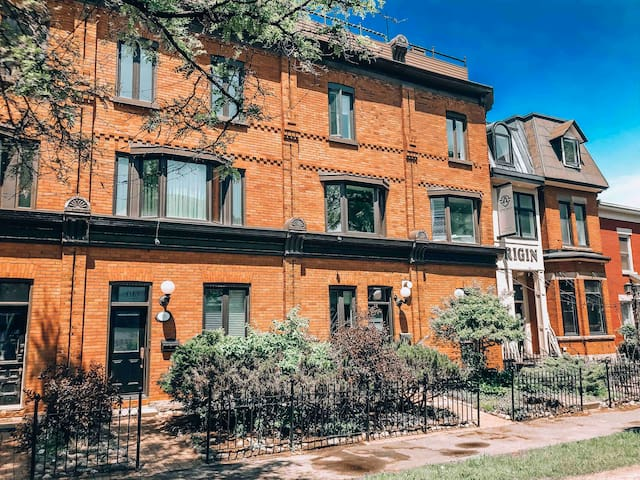 Three bedroom in the heart of the ByWard Market