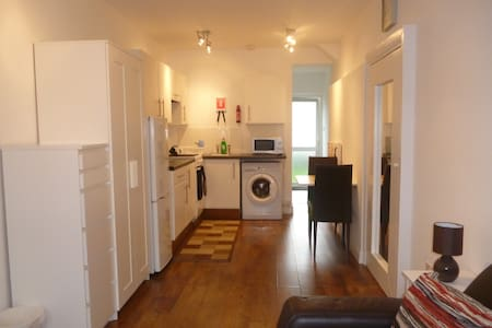 Self-contained studio apartment  +Sky TV - Northolt