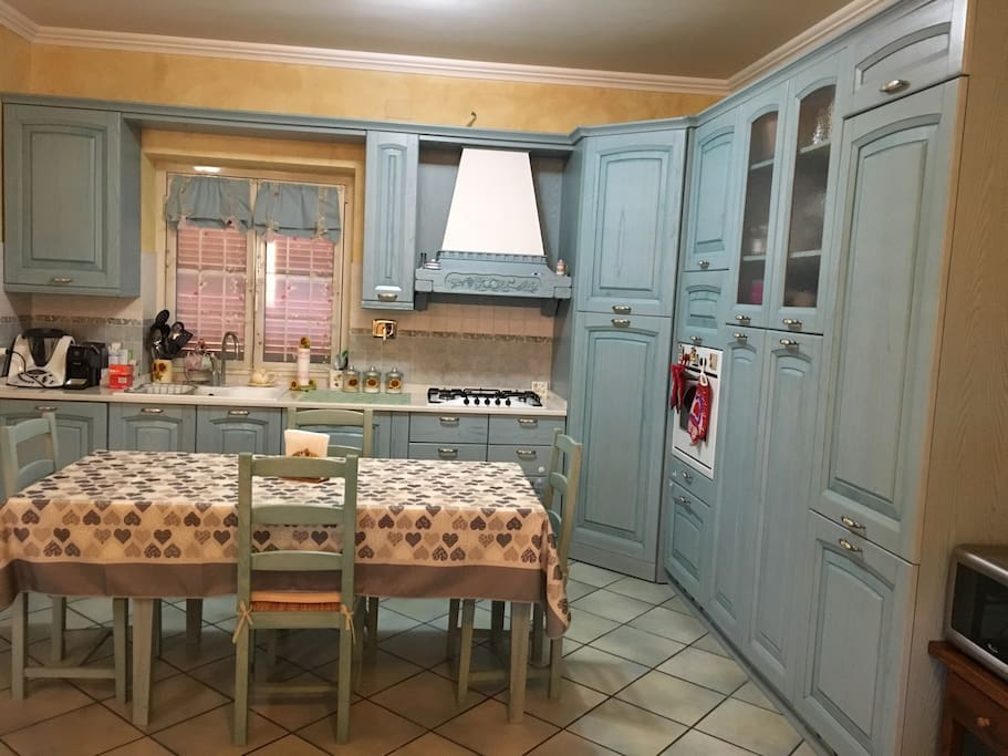 Kitchen with oven, dishwasher, washine machine and microvawe