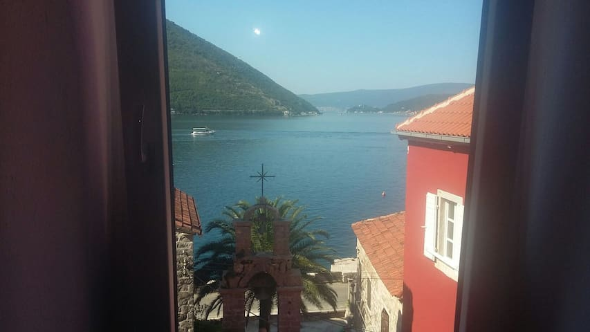 great location - Perast - Hus