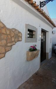 Acolhedora casa de campo em aldeia perto de Faro - Santa Bárbara de Nexe - Дом