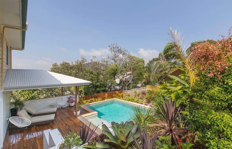 Tree Tops Beach Retreat - Yaroomba - Casa