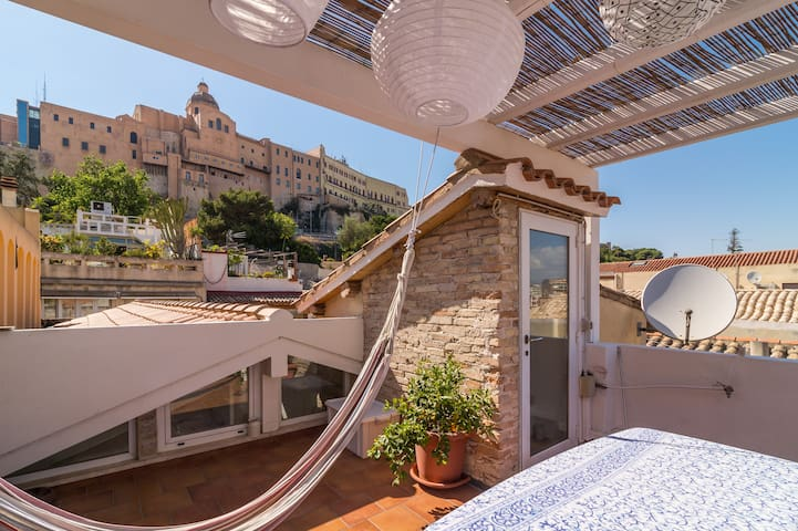 Beautiful 1 bedroom house with roof terrace