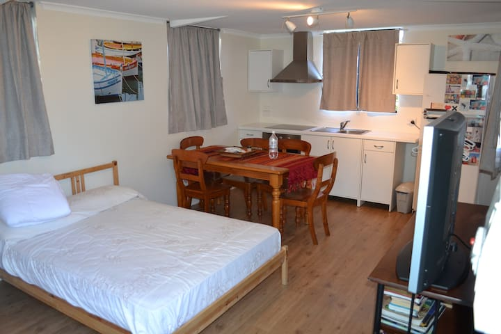 Fully independent studio apartment - Padbury - Appartement