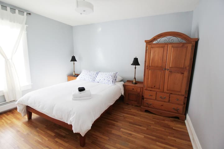 Queen bedroom 2/3. High quality sheets, duvets & pillows on every bed. USB chargers included in every room. All bedrooms also include fresh bath towels & face towels.