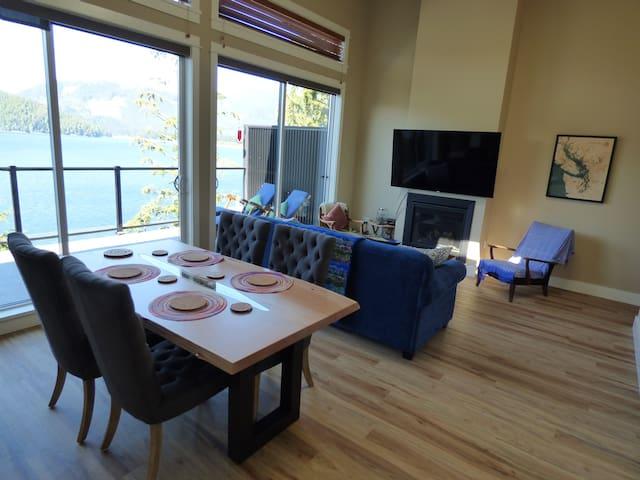 Eagle Reach - Oceanfront Luxury West Coast Cottage