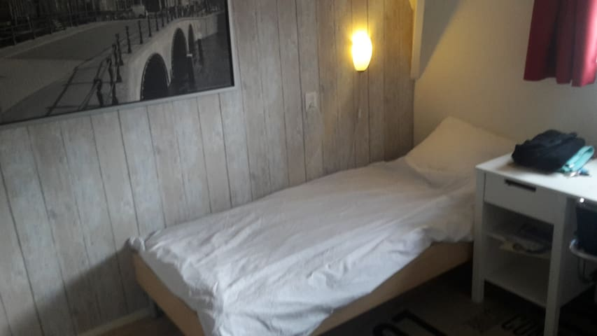 Cozy room in house near historic city center - Gouda - Casa