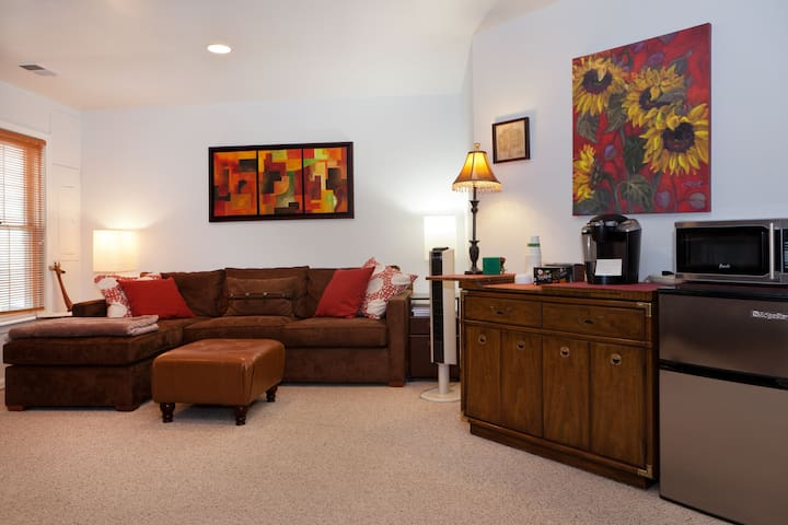 One bedroom apartment in North Bethesda Home