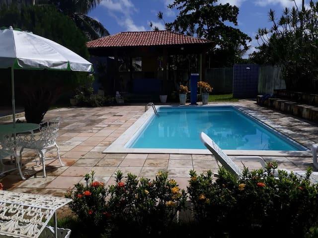 Casa c/ piscina e ampla área de lazer em Tamandaré