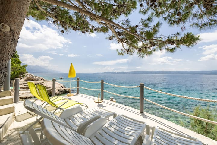 Apartment ALENKA private access to beach