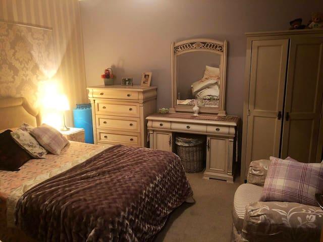 Private quiet double room with en-suite.