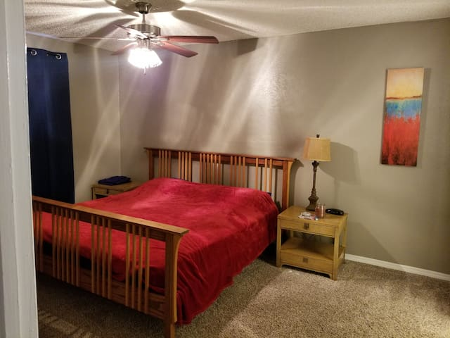 Large Room/Private Bathroom Close to Kyle Field