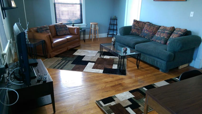 6th St West Side CR Apartment - Cedar Rapids - Appartement