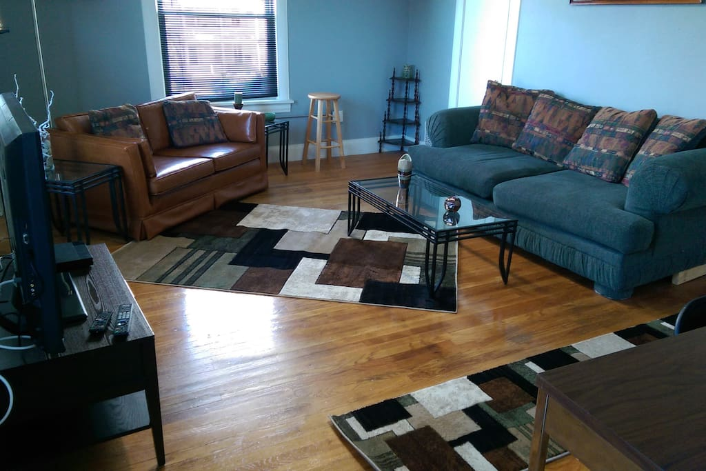 Spacious Urban Apartment On 6th Street Nw Apartments For Rent In Cedar Rapids Iowa United States