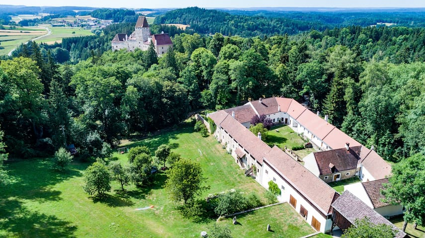Sonnige Wohnung in Gutsanlage
