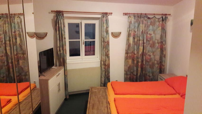 Central Salzburg- Doppelzimmer - Salzburg - Huis