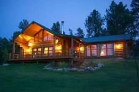 Log Home surrounded by forest - Custer - Casa