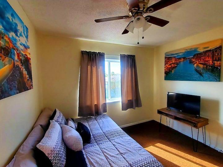 Cozy room in South Orlando