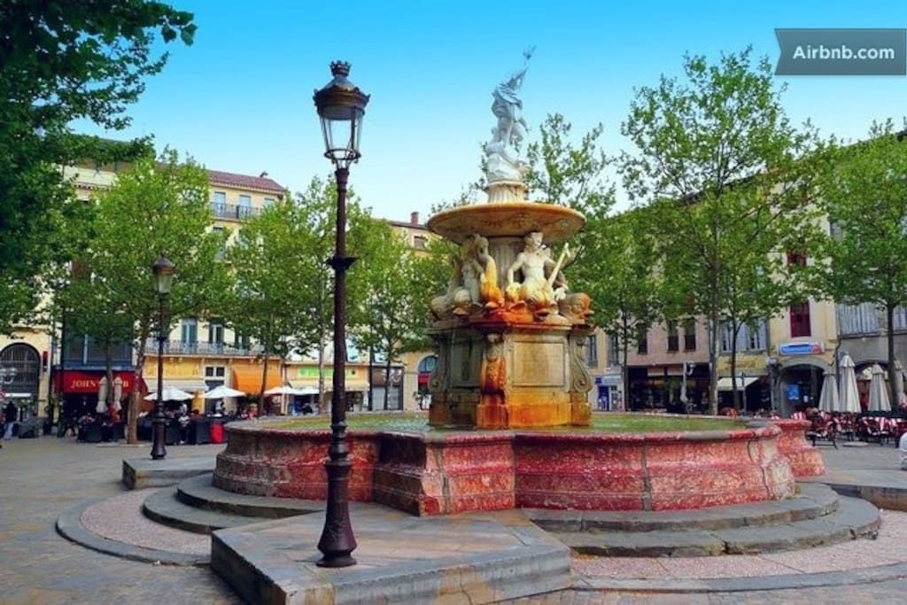 Place Carnot, In the heart of the bastide, home to the weekly local farmers market, surrounded by traditional French bars, restaurants and boutiques.