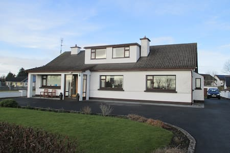 Family run Bed & Breakfast - Crossmolina - Bed & Breakfast