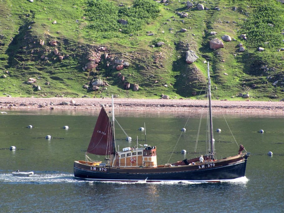 Bens fishing boat steaming up Ronas Voe, seen from Southhouse