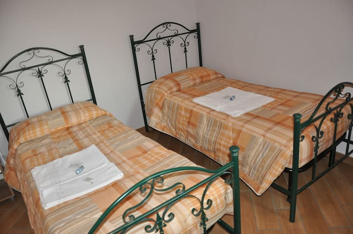 camera doppia o matrimoniale - Villar San Costanzo - Bed & Breakfast